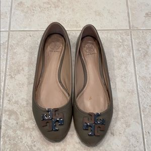 Tory Burch Taupe Flats Size 8
